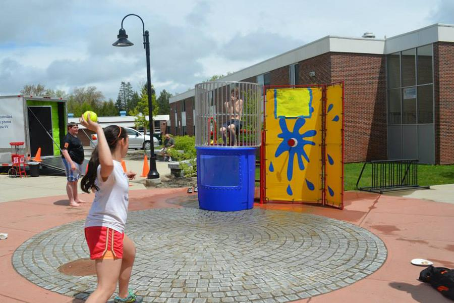 Junior Jessica Laverriere attempts to dunk Reed Gordon in the dunk tank sponsored by The Abyss.