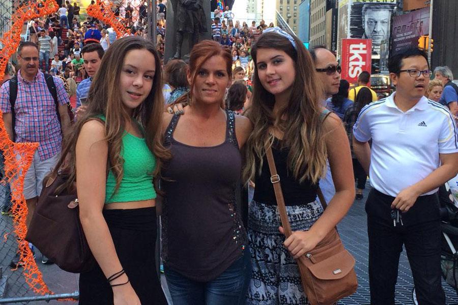 Blythe+Brooke%27s+sister%2C+Brooke%27s+mom%2C+and+Brooke+visiting+New+York+City
